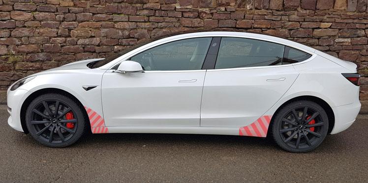 Transparentes Schutzfolienset Tesla Model 3 Seitenschweller VORNE + HINTEN inkl. Rakel